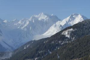 paysage de montagne avec l'évasion en marchant